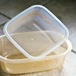 Como limpar vasilhas plásticas de cozinha e deixá-las como novas?