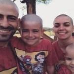 Família raspa a cabeça para apoiar menina de 3 anos com leucemia