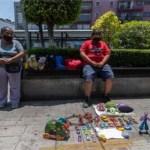 """Menino troca seus brinquedos por comida ou dinheiro: """"Minha mãe e eu não temos nada para comer"""""""