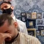 Cabeleireiro rapa o próprio cabelo em solidariedade ao amigo com câncer