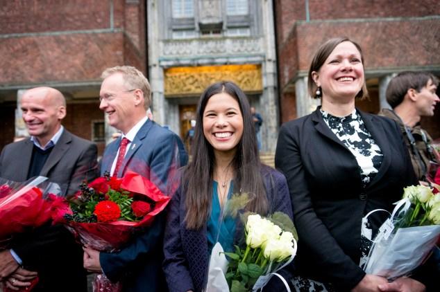 MDG, her ved Lan Marie Nguyen Berg og Hanna Marcussen, har vært med på å sikre Aps Raymond Johanson (bak til venstre) byrådsmakt i Oslo. Foto: Miljøpartiet De Grønne