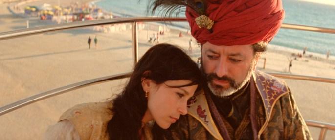 Dronning Sjerasad tar en velfortjent pause fra historiefortelling med sin far storvisiren.