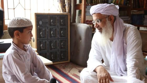 Among the Believers. Imam Abdul Aziz Ghazi med en av sine elever