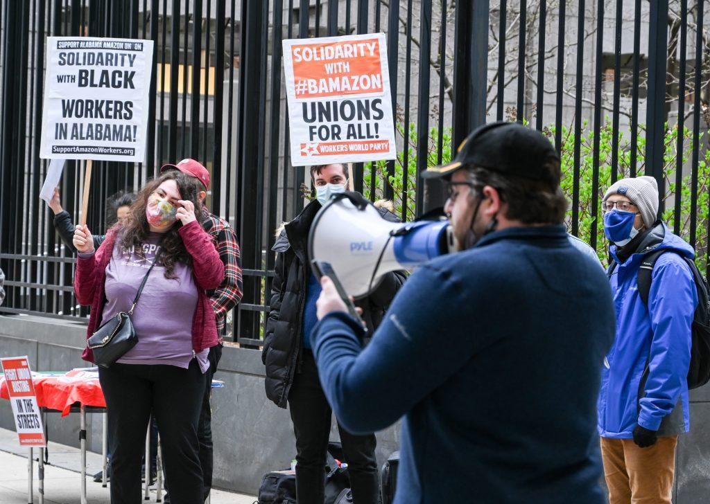 Fagforeningsfolk demonstrerer
