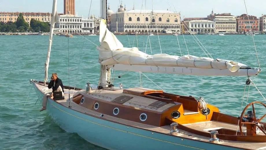 spirit-f-bond-007-luxury-yacht-2