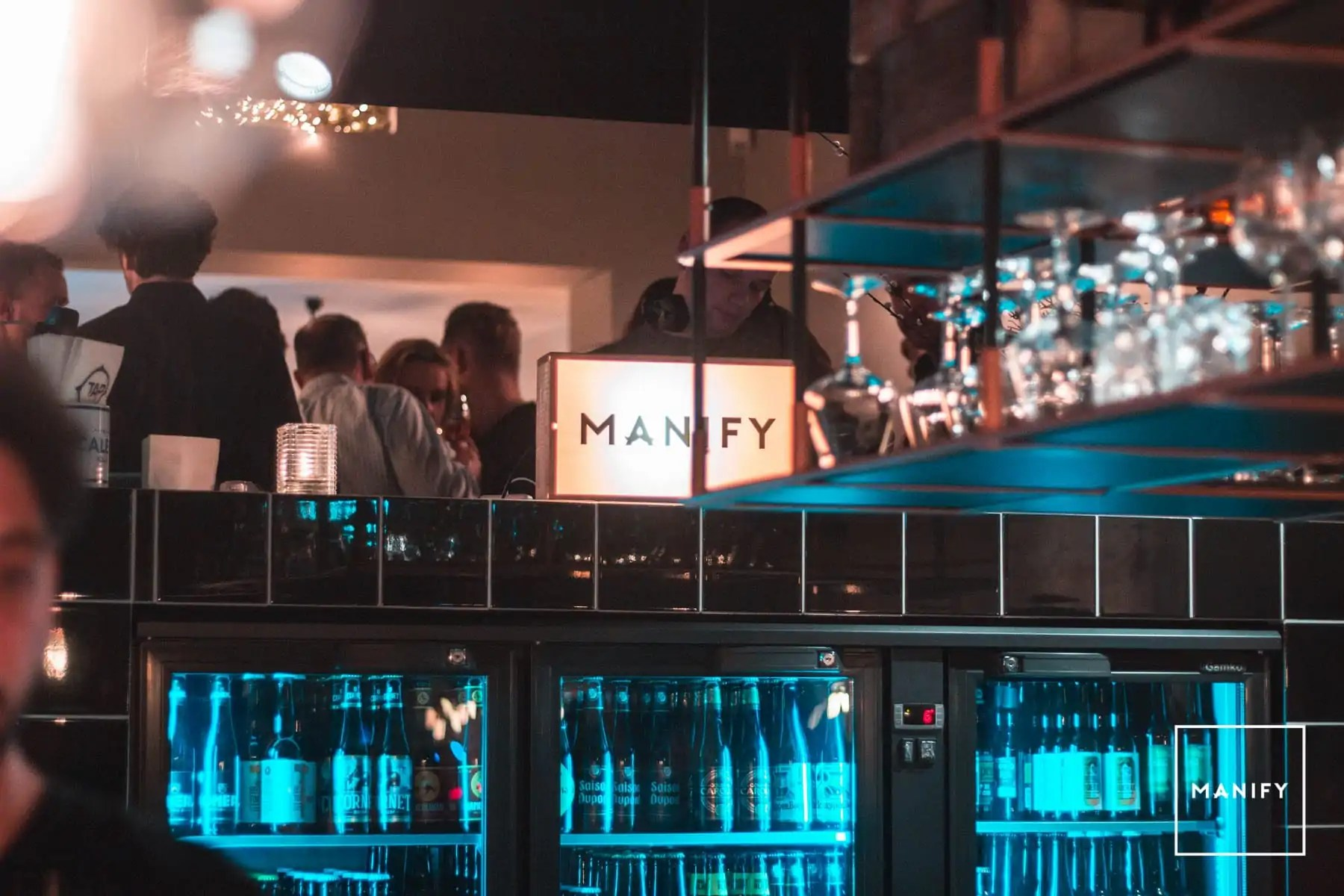 manify-out-of-office-e4-16