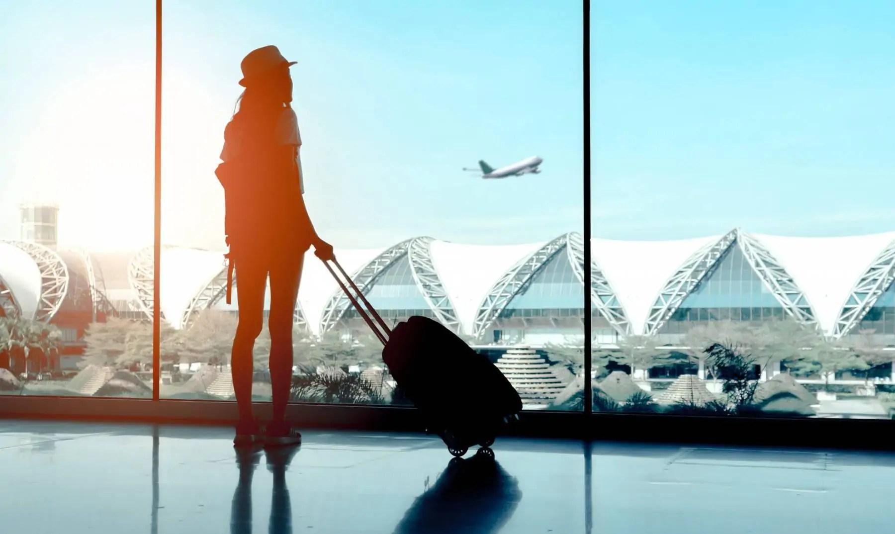 Vrouwen versieren vliegveld