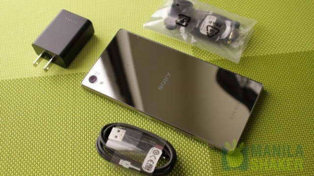 sony-xperia-z5-premium-unboxing-4k-display-hands-on-(4-of-29)