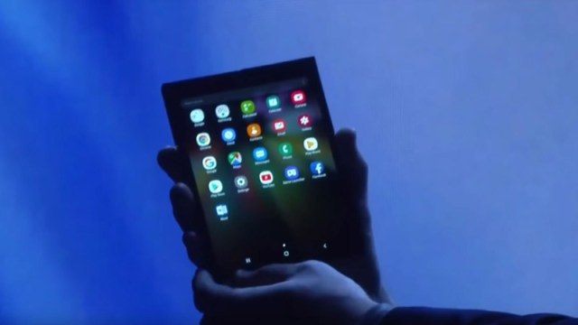 Samsung-Galaxy-F-Foldable-AMOLED-in-action