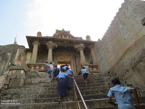 Kids running towards the second doorway, Shravanabelagola