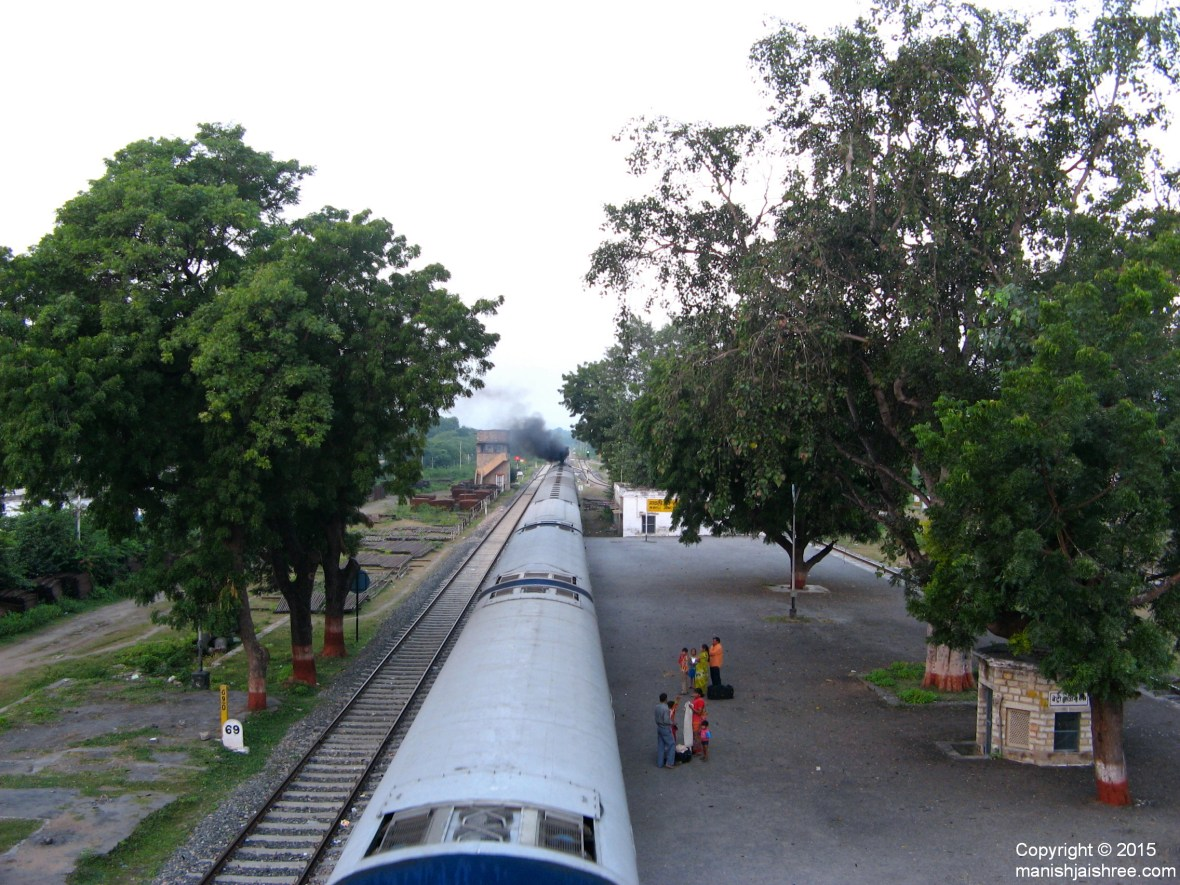 Mewar Express Leaving Mavli Junction