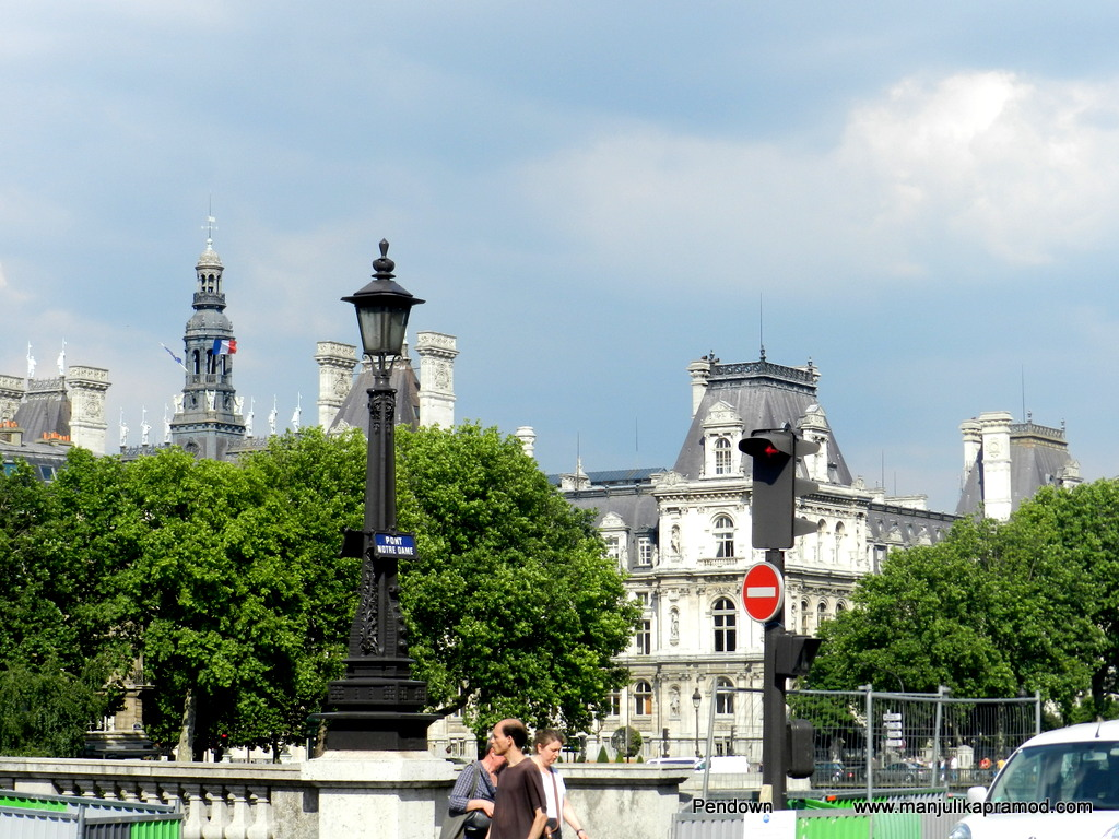 Beautiful surroundings and sculptures in Paris
