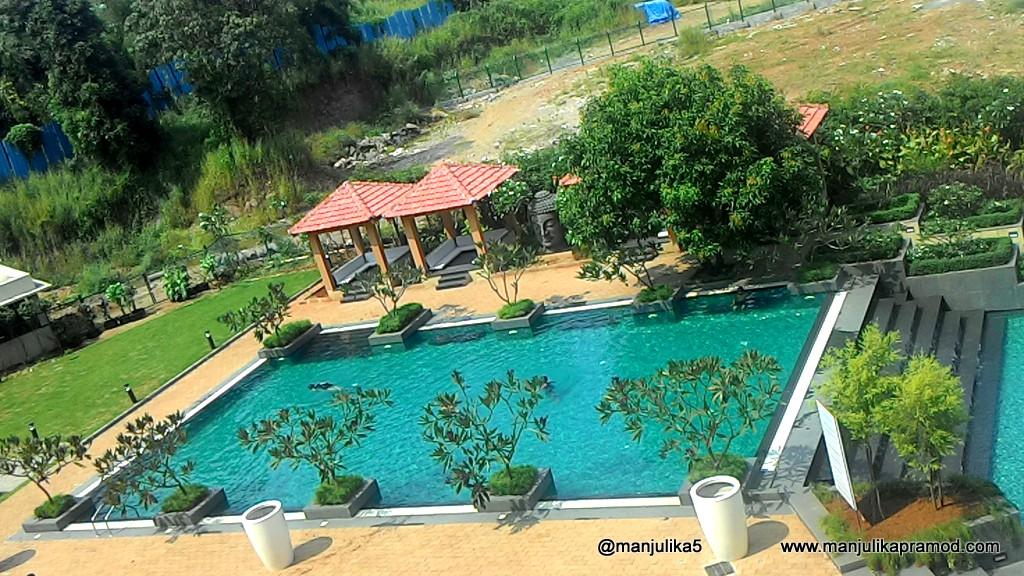 Big Swimming pool, large hotel in Mumbai