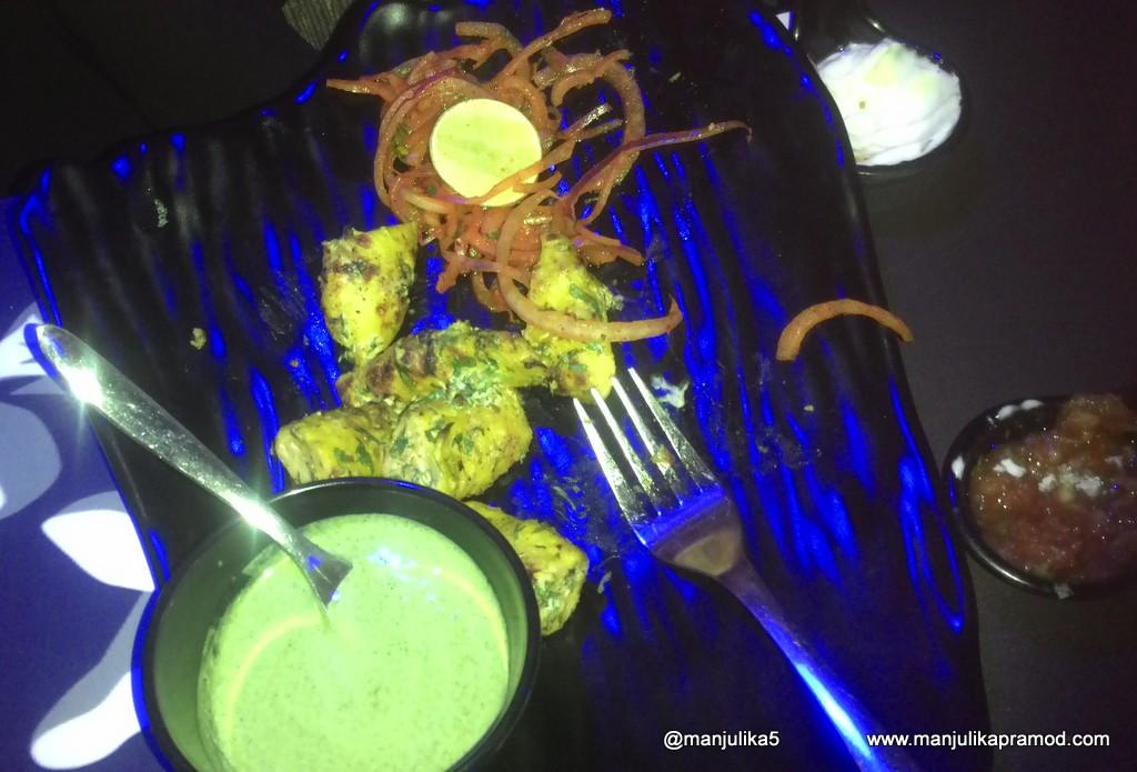 Soya chaap, Onions, Green Chutney