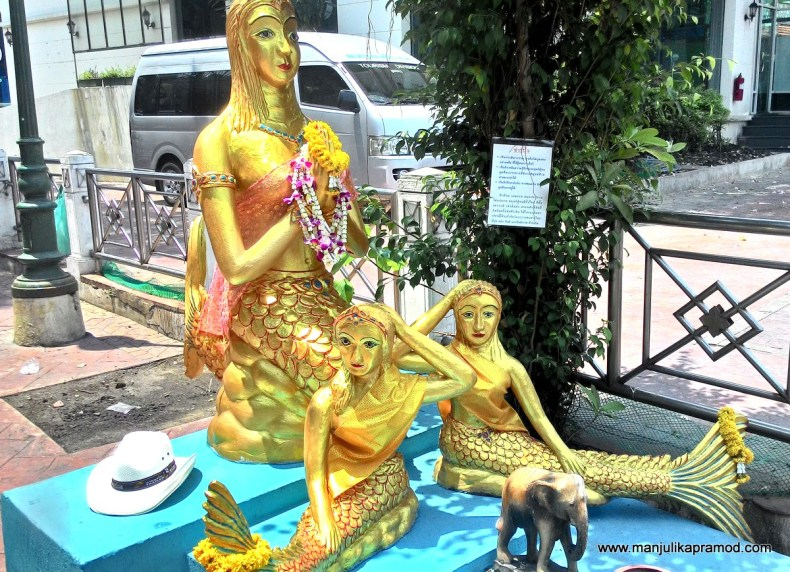 Bangkok Canal Ride, Statue in golden
