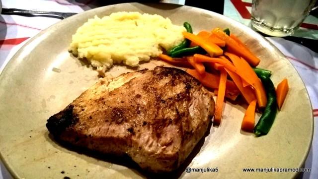 Cafe Churchill, Mumbai, Restaurant, Lumia, Review, Travel blogger, India