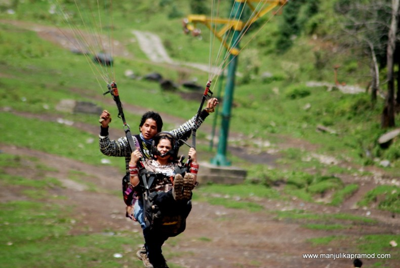 Gliding, Flying, Paragliding in Manali