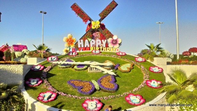 Huge-Clock-at-Dubai-Miracle-Garden