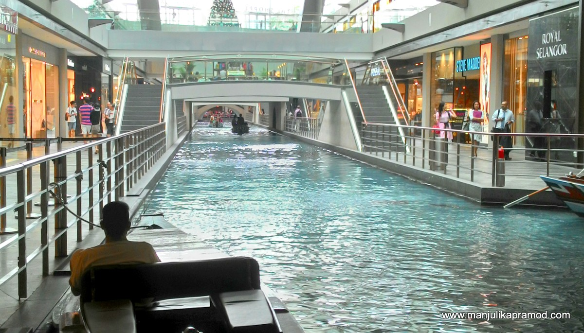 Sampan ride, canal,The Shoppes at Marina Bay Sands, Singapore