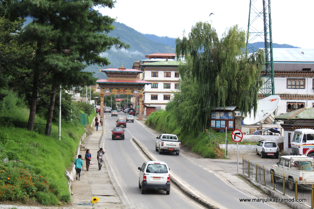 Bhutan, 2016, Peace on the roads