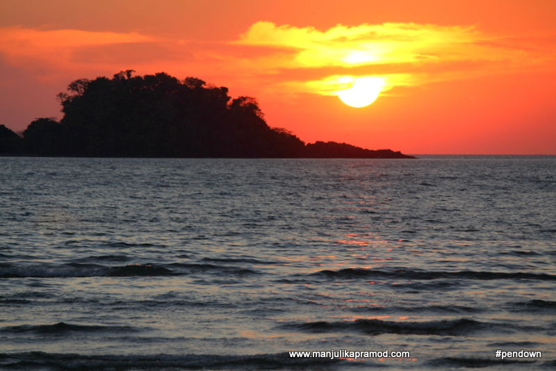A picture of a gorgeous sunset, beach vacation