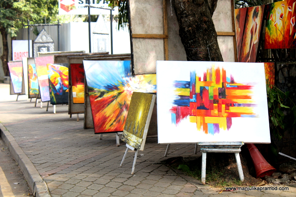 If you want to buy paintings in Colombo, go here.