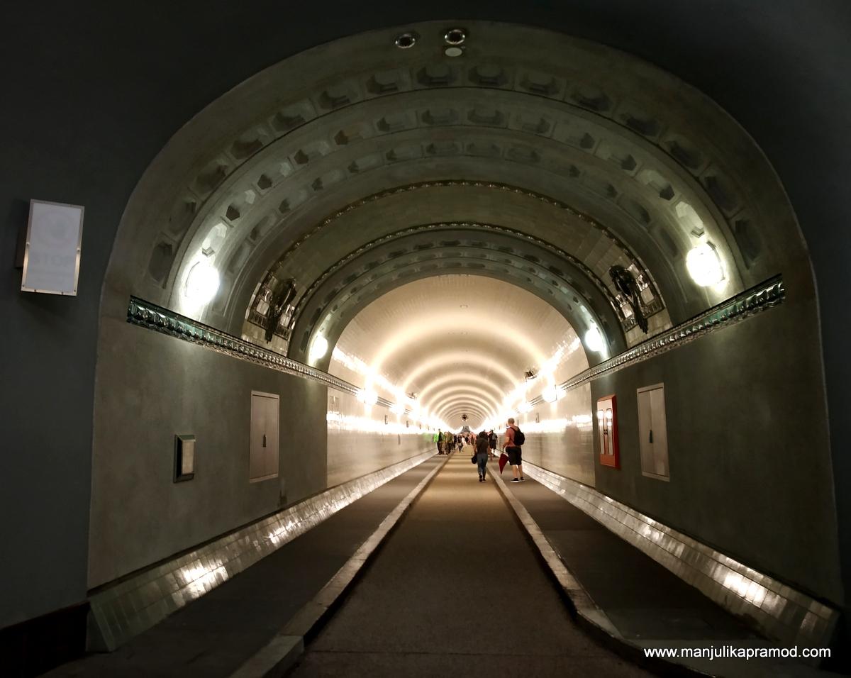 The oldest tunnel in Hamburg