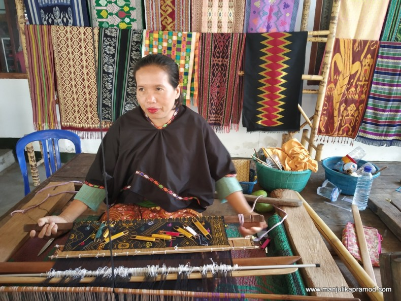 Sukarara Weaving Village