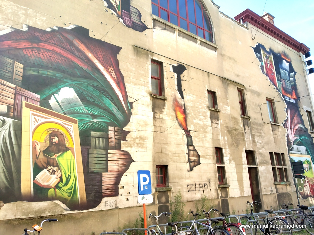 Before it fades away, you must see the art work of Ghent on my travel blog