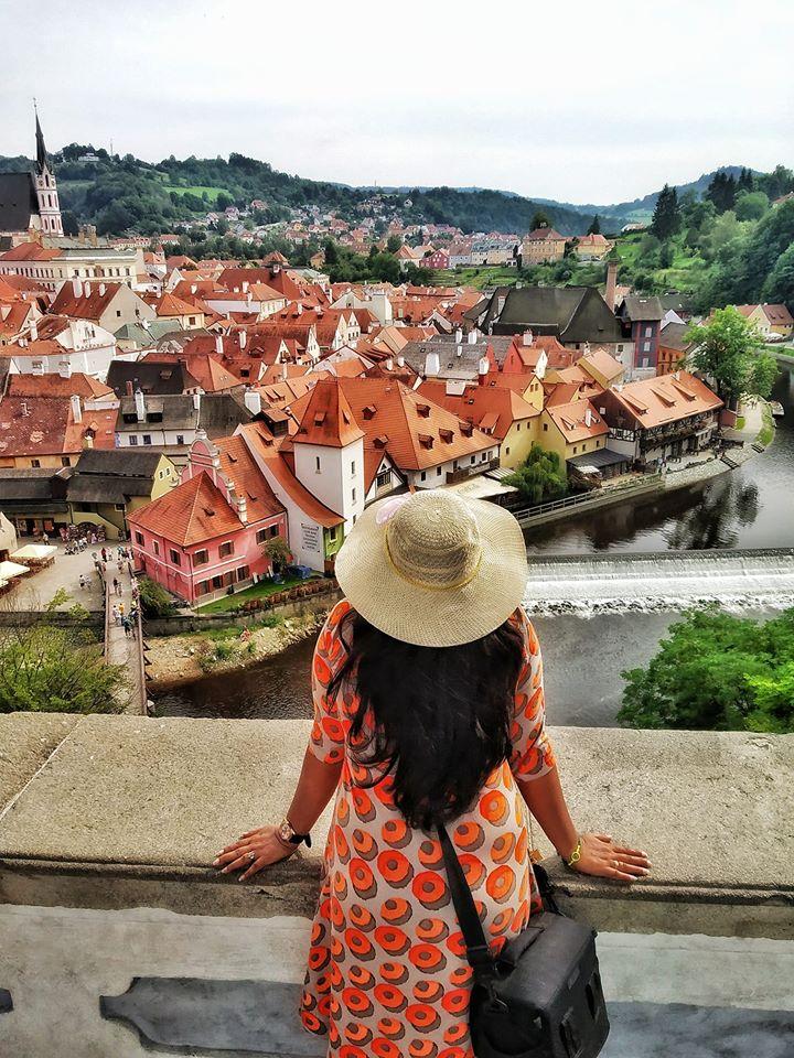 Travel blogger in Cesky Krumlov
