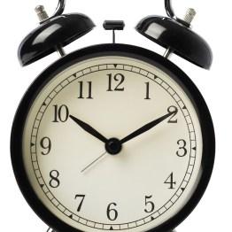 Some-maailmassa vierähtää helposti suunniteltua enemmän aikaa. Jos tapanasi on selata puhelimella sähköposteja tai Facebookia ennen nukkumaanmenoa tai heti herättyäsi, hanki perinteinen herätyskello ja siirrä puhelin yön ajaksi lataukseen toiseen huoneeseen, vaikkapa eteiseen.