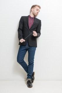 Paita ja puvuntakki Tiger of Sweden, farkut Levi's, kengät mallin omat