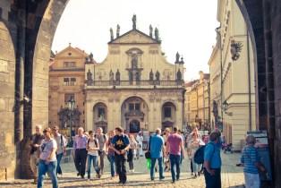 Prahan vanhakaupunki vilisee turisteja, vaikka ei ole edes kovin sesonki.