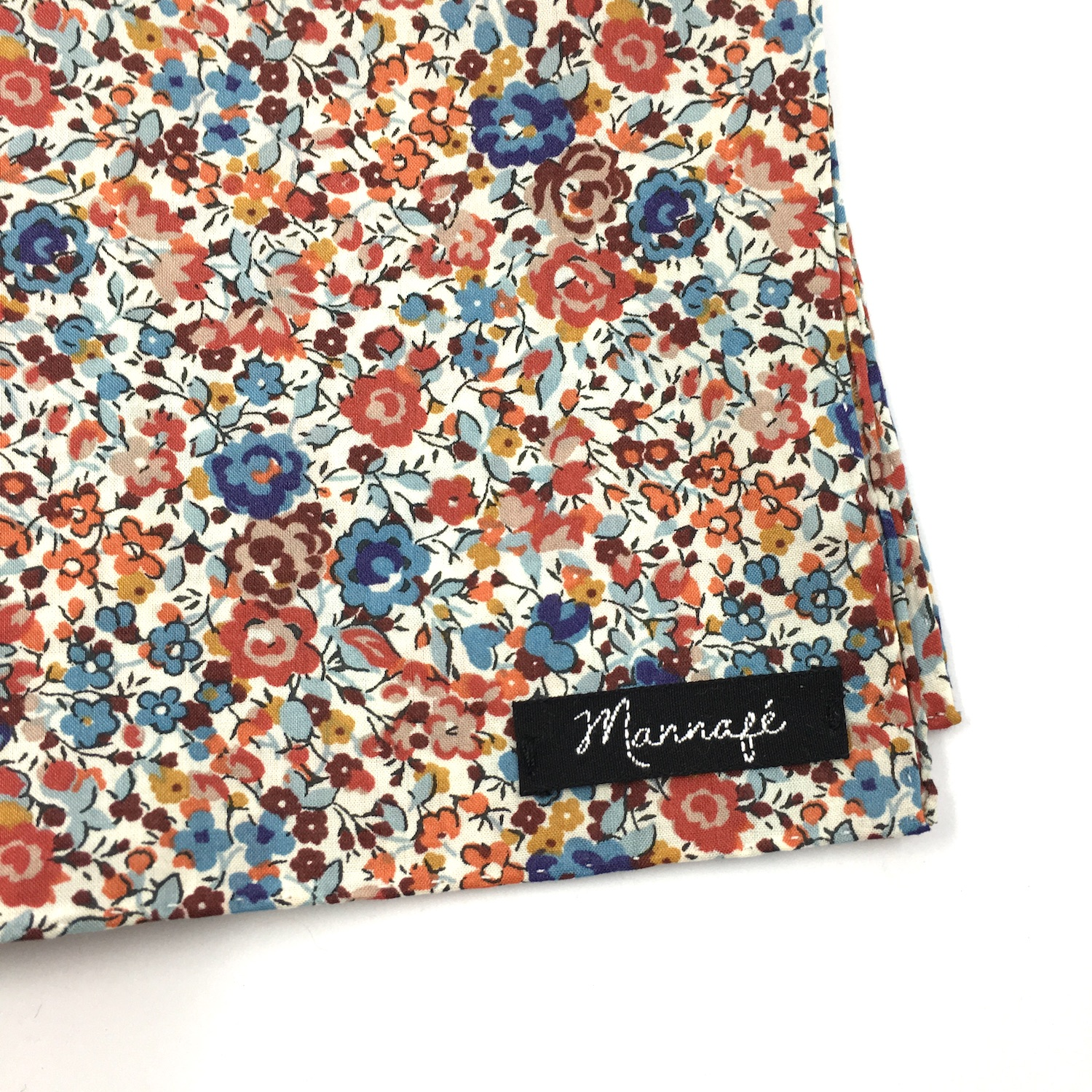 Pochette de costume en Liberty Emma and Georgina chesnut