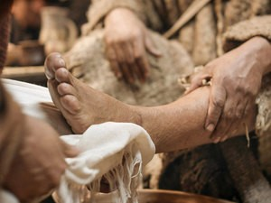 Easter: 011-jesus-washes-feet