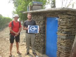 Nouveaux toilettes construites dans le village de Simjung