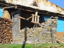 Une maison encore debout mais à démolir et à reconstruire par sécurité