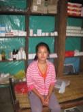 La jeune infirmière de Baluwa (20 ans). Elle s'occupe plus particulièrement des femmes et des enfants