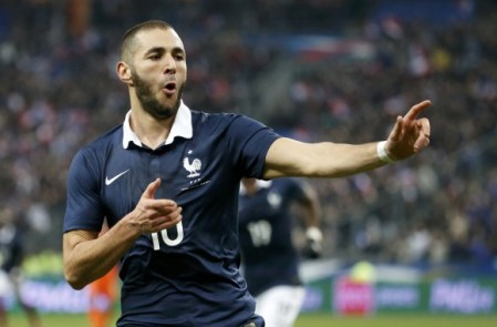 Benzemá abondonó el puesto de delantero para recordar su pasado en Lyon Foto: diariobernabeu.com