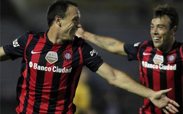 Mauro Matos celebra la victoria ante Estudiantes. (Foto: Sport)