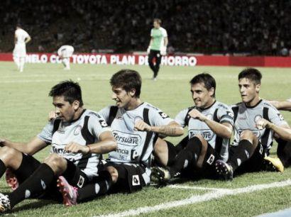 Famosa celebración en los festejos de los goles remando. (Foto: VAVEL)