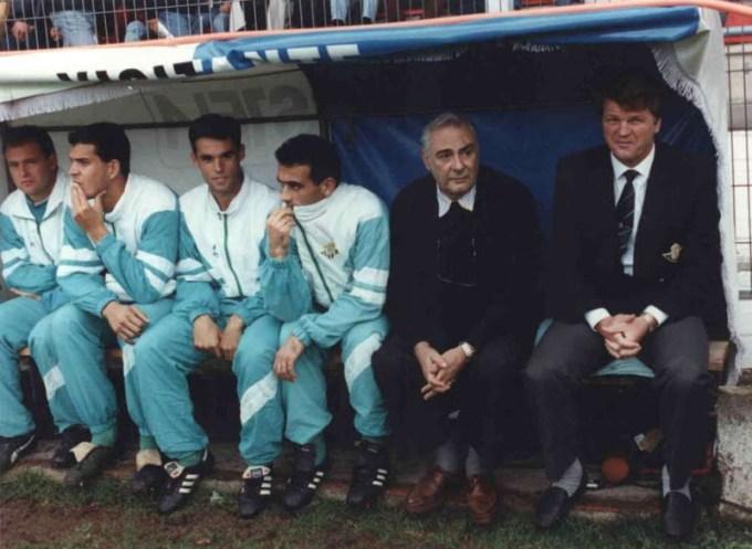 banquillo-del-betis-en-santa-isabel-1991