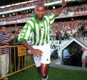 Finidi salta al campo 1999