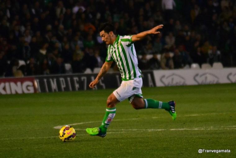 Lolo Reyes pasa la pelota  (Betis - Sabadell 14/15)