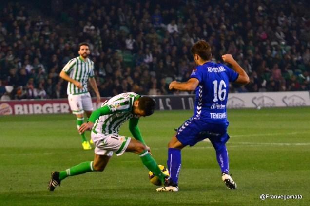 pisoton de Xavi Torres (Betis - Tenerife 14/15)