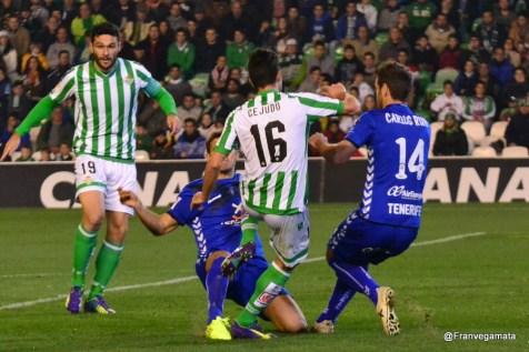 Posible penalti a Cejudo (Betis - Tenerife 14/15)