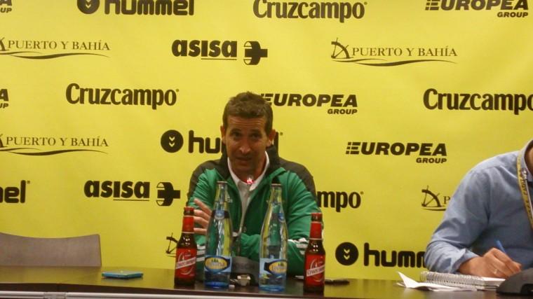 Juan Merino en rueda de prensa tras el encuentro en Cádiz.