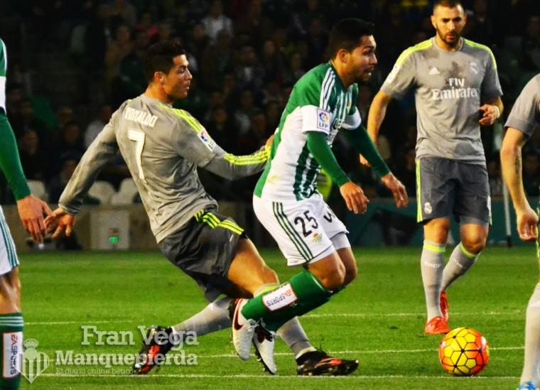 Entrada que recibe Petros  (Betis-Madrid 15/16)