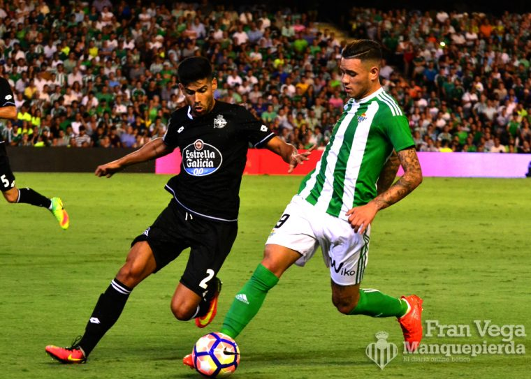 Sanabria se va de Juanfran (Betis-Deportivo 16/17)