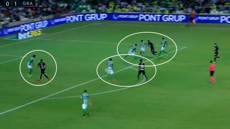 En el segundo gol hasta tres futbolistas cierran a Carcela-González mientras Mandi y Piccini vigilan a Ponce y Bueno.